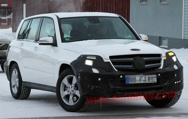 Mercedes-Benz GLK facelift spyshot