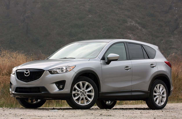 2013 Mazda CX-5 front three-quarter