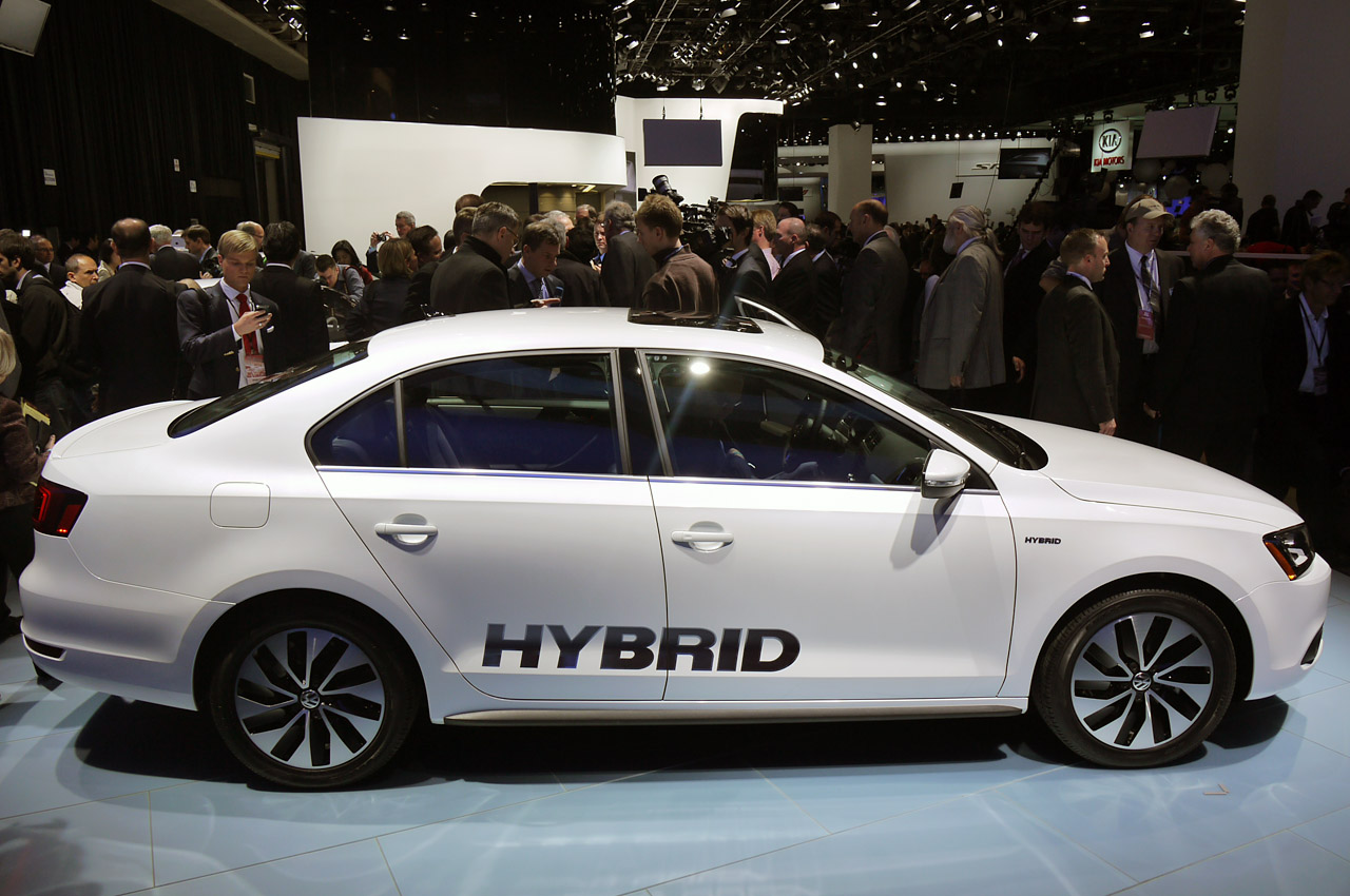 2013 Volkswagen Jetta Hybrid debuts with projected 45 mpg ...