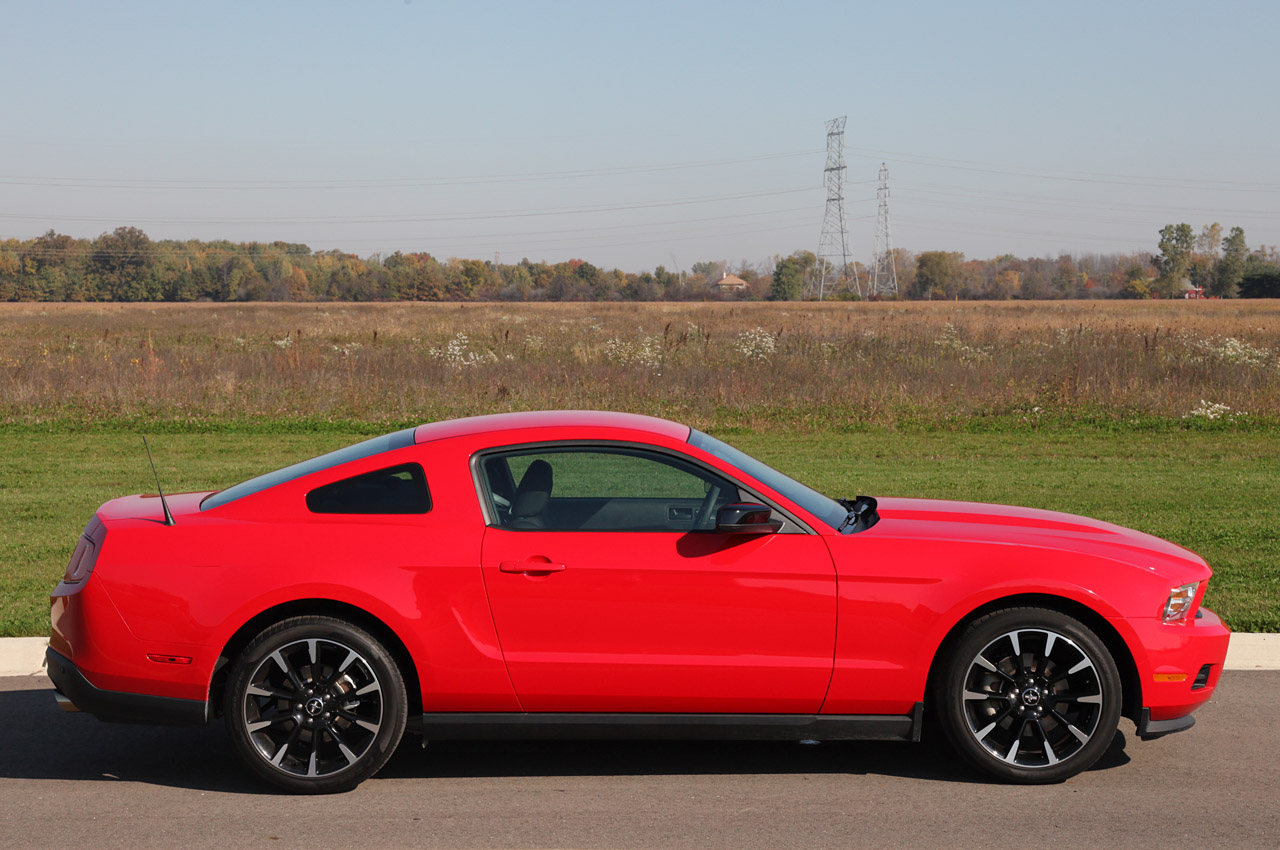 2012 ford mustang v6 review photo gallery autoblog. Black Bedroom Furniture Sets. Home Design Ideas