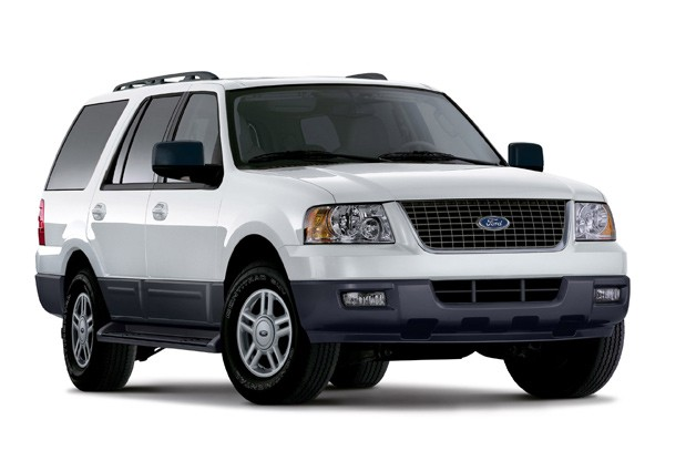 2006 Ford Expedition, front three-quarter view
