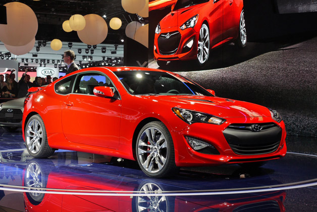 2013 hyundai genesis coupe turns up the wick with big horsepower boosts. Black Bedroom Furniture Sets. Home Design Ideas