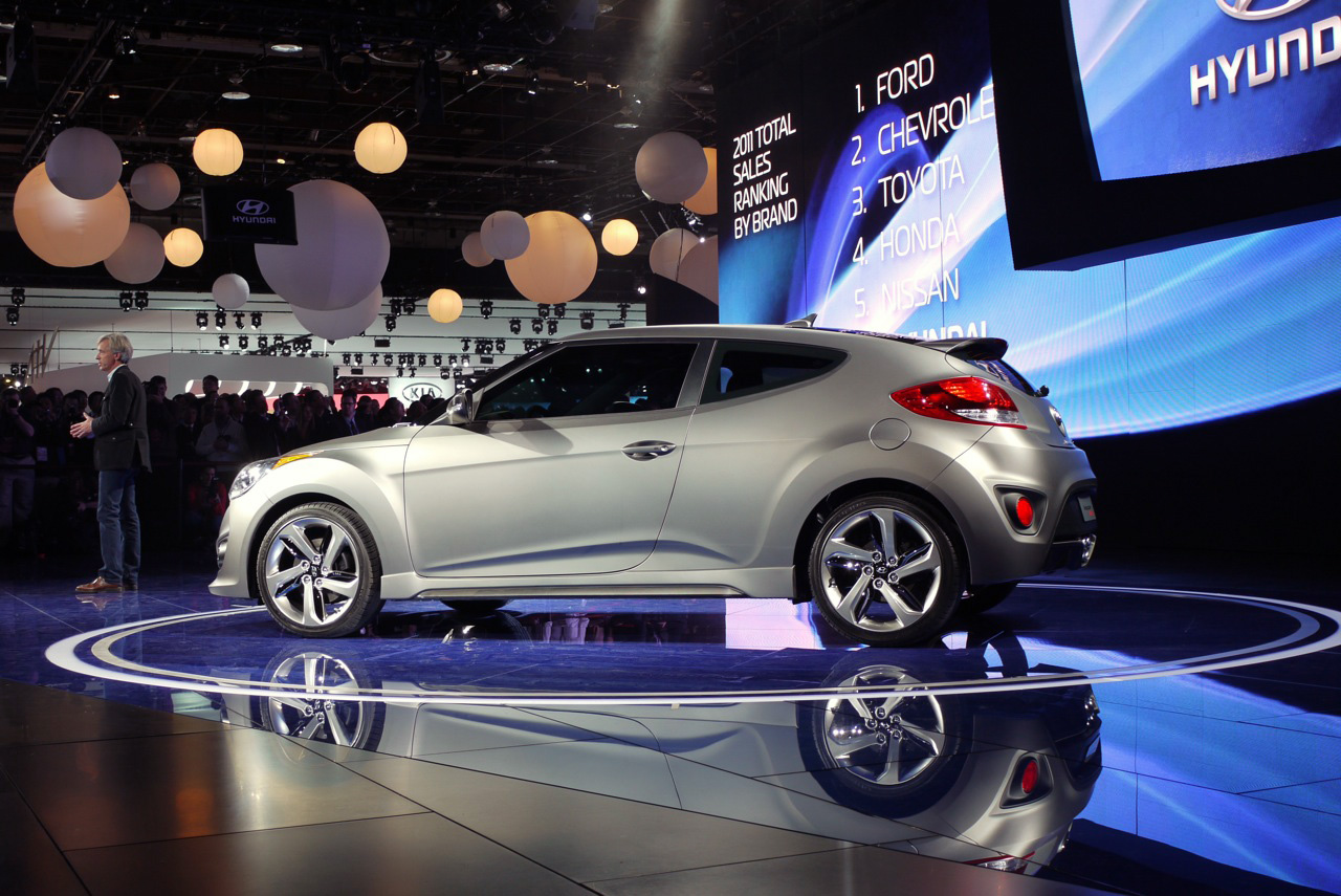 2013 hyundai veloster turbo detroit 2012 photos photo gallery autoblog. Black Bedroom Furniture Sets. Home Design Ideas