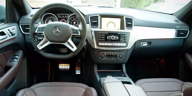 2012 Mercedes-Benz ML63 AMG interior