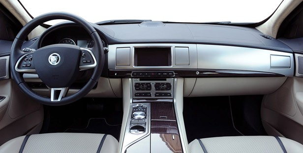 2012 Jaguar XF Supercharged interior
