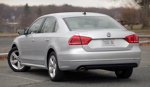 2012 Volkswagen Passat rear 3/4 view
