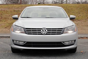 2012 Volkswagen Passat front view