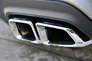 2012 Mercedes-Benz S63 AMG exhaust tips