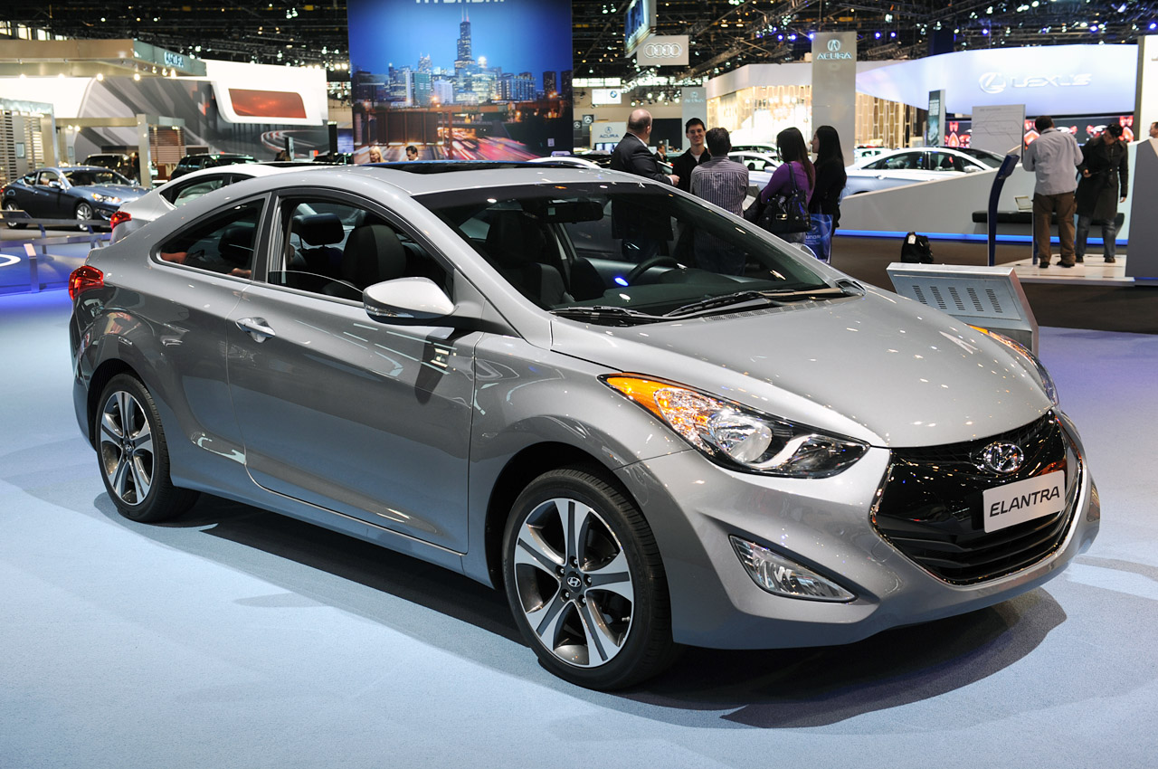 2013 hyundai elantra coupe serves up space and style in equal measure autoblog. Black Bedroom Furniture Sets. Home Design Ideas