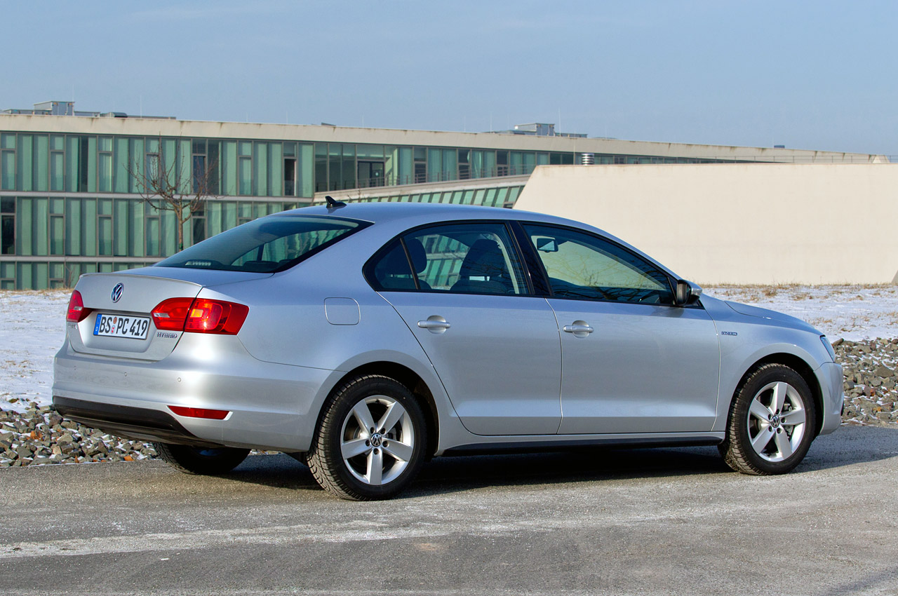 2013 volkswagen jetta hybrid quick spin photo gallery. Black Bedroom Furniture Sets. Home Design Ideas