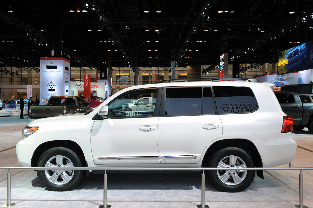 2013 toyota land cruiser chicago 2012 photo gallery autoblog. Black Bedroom Furniture Sets. Home Design Ideas