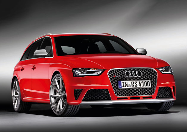 2012 Audi RS4 Avant hits the 'net with all four wheels