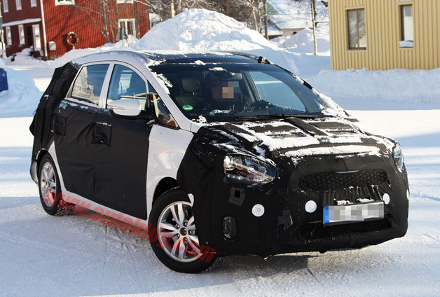 Kia Rondo replacement spy shots