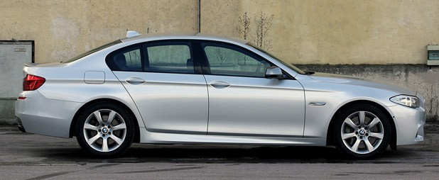 2012 BMW M550d xDrive side view