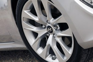 2013 Hyundai Genesis Coupe wheel