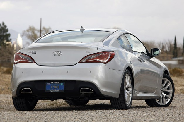 2013 Hyundai Genesis Coupe rear 3/4 view