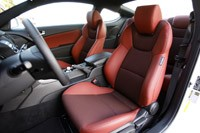 2013 Hyundai Genesis Coupe front seats
