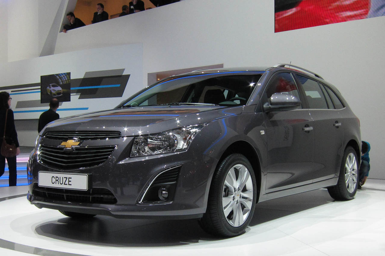 2012 chevrolet cruze wagon blends style with utility. Black Bedroom Furniture Sets. Home Design Ideas