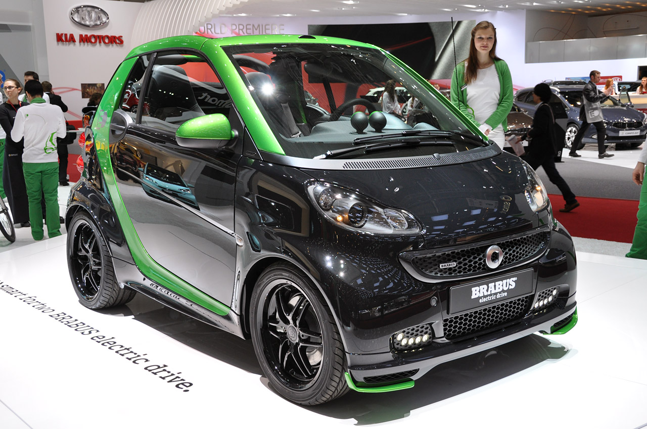 smart fortwo brabus electric drive is a black and green upgrade autoblog. Black Bedroom Furniture Sets. Home Design Ideas
