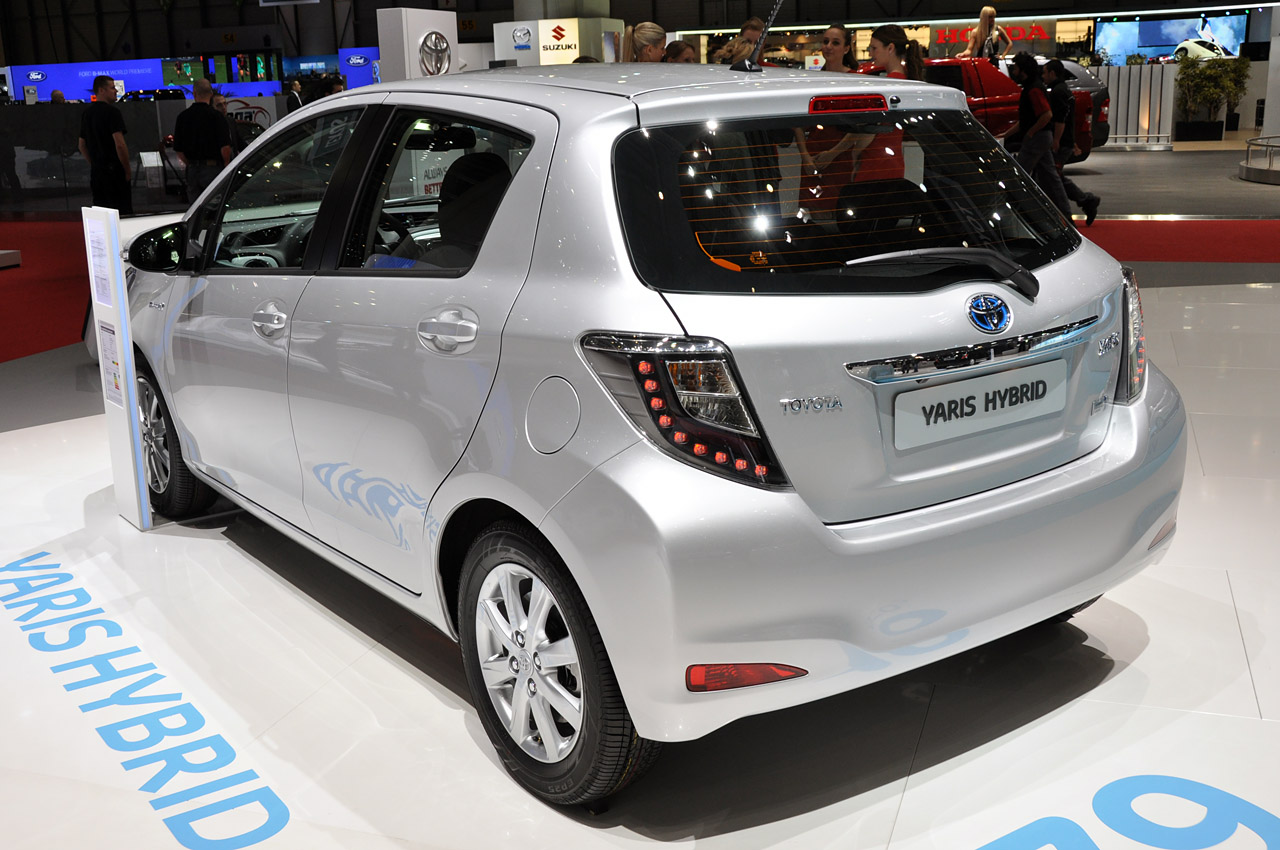 2012 toyota yaris hybrid geneva 2012 photo gallery autoblog. Black Bedroom Furniture Sets. Home Design Ideas