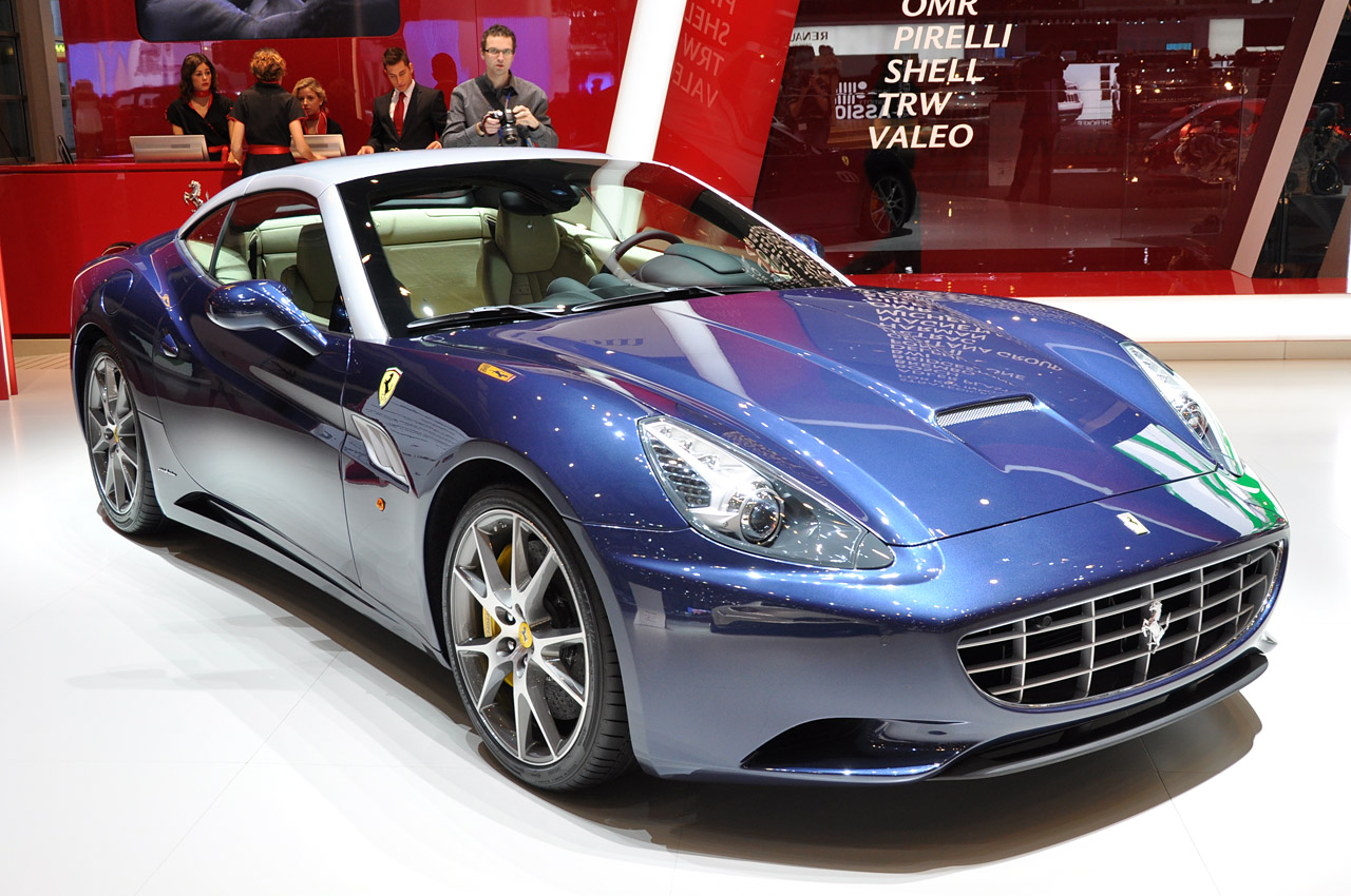 2013 ferrari california loses weight and gains power to command more respect autoblog. Black Bedroom Furniture Sets. Home Design Ideas