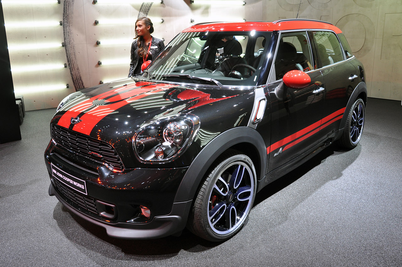 salon de gen ve 2012 mini countryman jcw dark cars. Black Bedroom Furniture Sets. Home Design Ideas