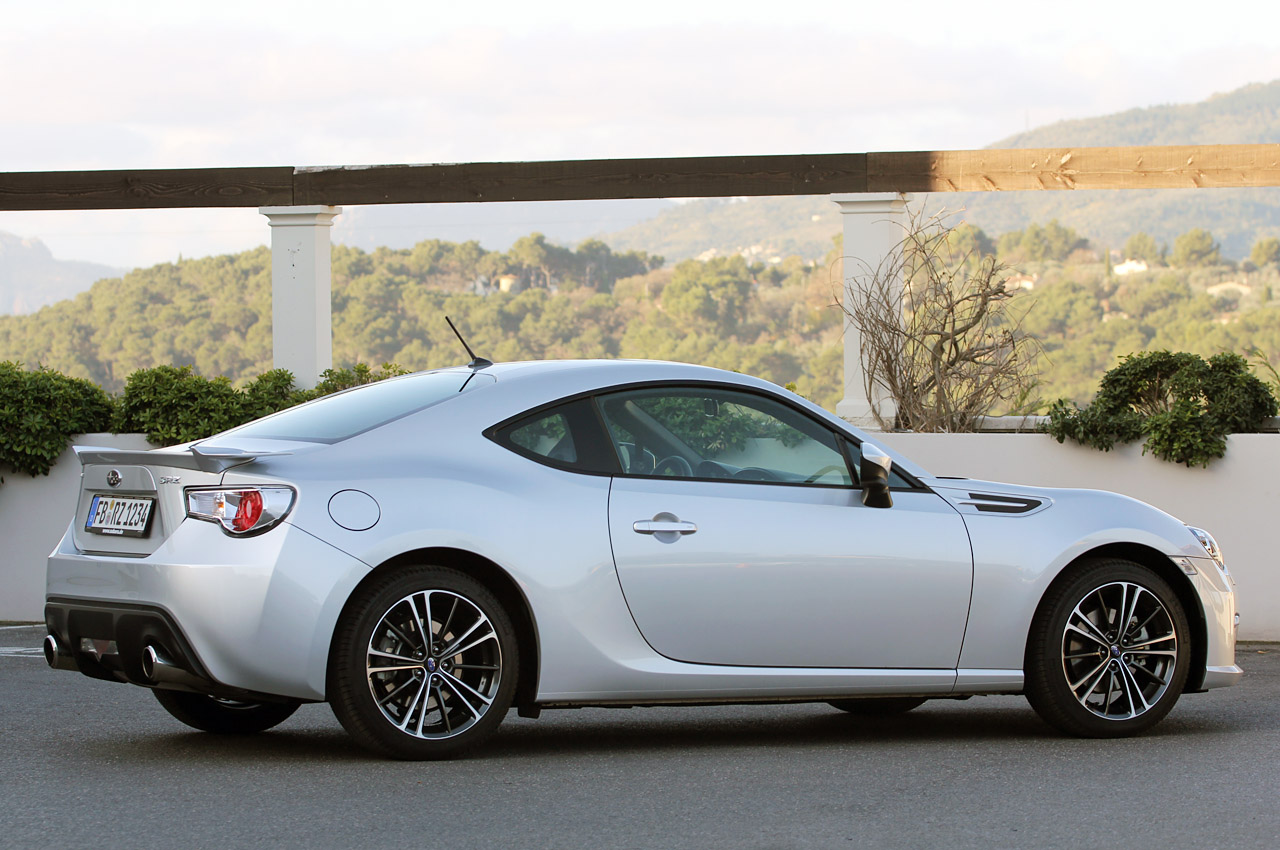 2013 subaru brz w video autoblog. Black Bedroom Furniture Sets. Home Design Ideas