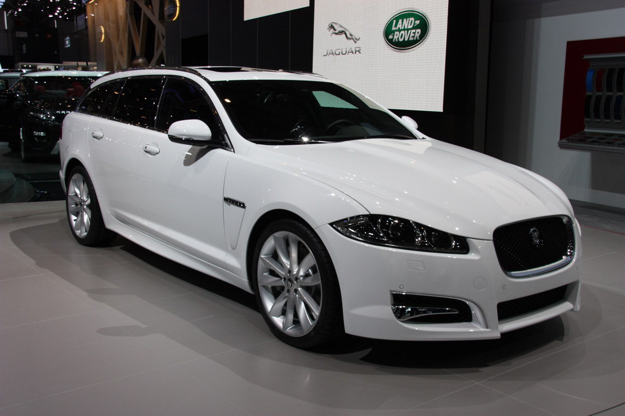 2012 jaguar xf sportbrake flaunts its beautiful backside autoblog. Black Bedroom Furniture Sets. Home Design Ideas