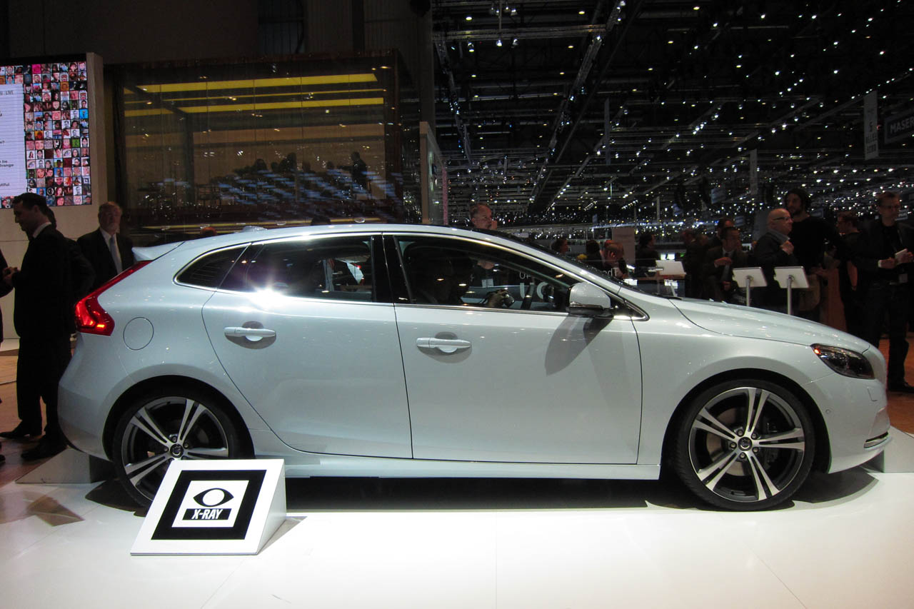 Volvo Certified Pre Owned >> 2012 Volvo V40 takes aim at A3, 1 Series - Autoblog