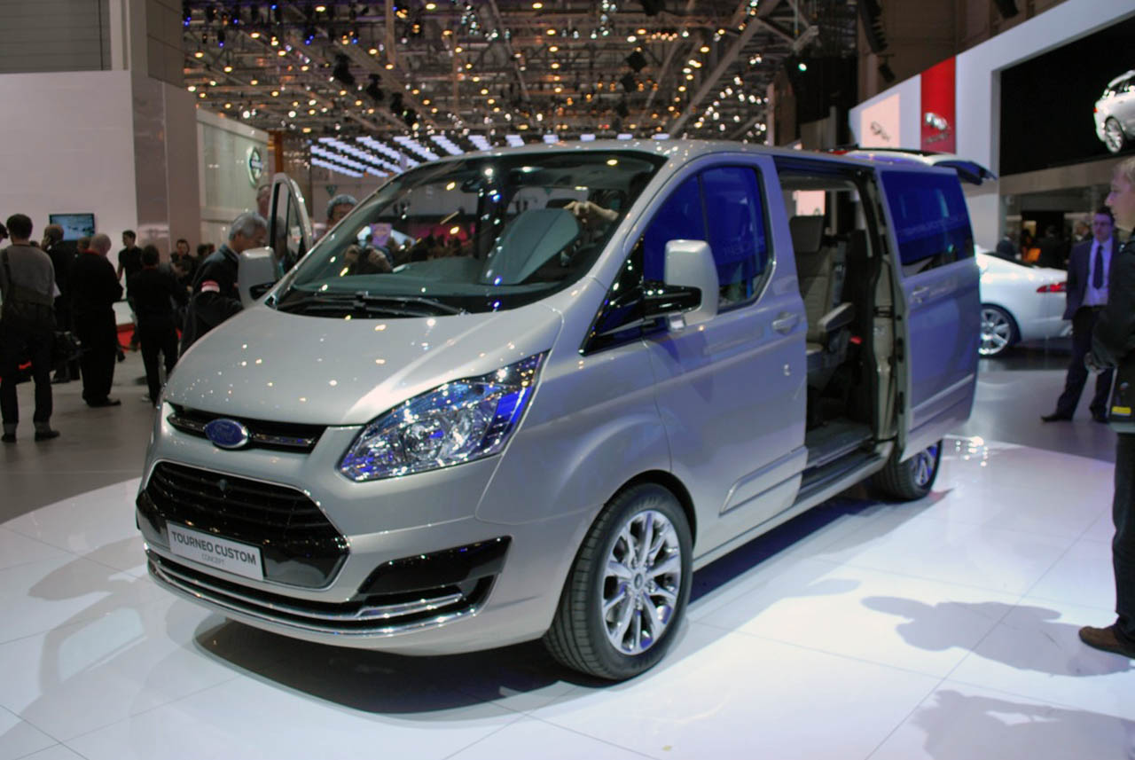 ford tourneo custom concept efficiently moves eight people. Black Bedroom Furniture Sets. Home Design Ideas