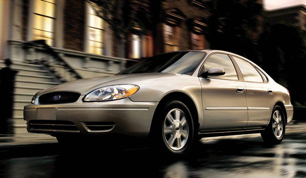 2005 Ford Taurus in motion