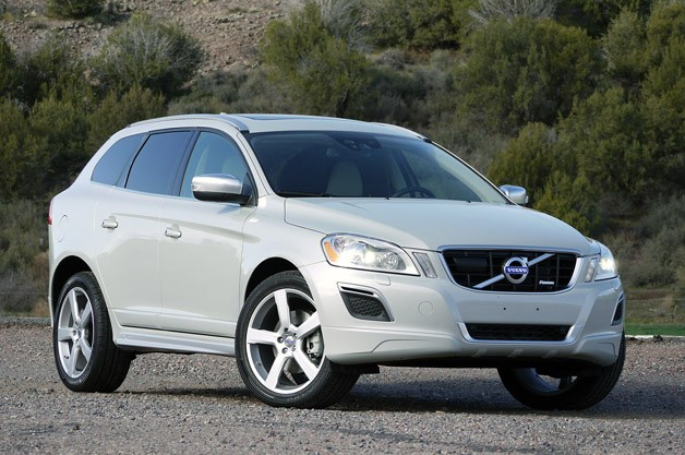 2012 Volvo XC60 R-Design front 3/4 view