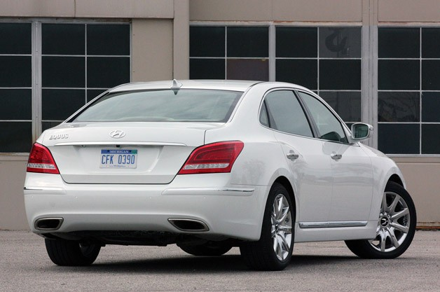 2011 Hyundai Equus Long-Term rear 3/4 view