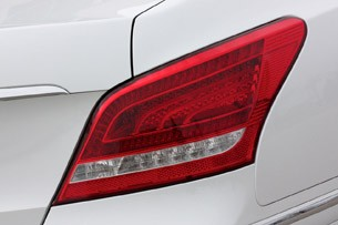 2011 Hyundai Equus Long-Term taillight
