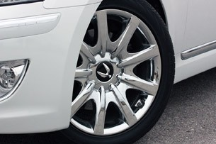 2011 Hyundai Equus Long-Term wheel