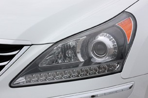 2011 Hyundai Equus Long-Term headlight