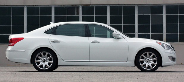 2011 Hyundai Equus Long-Term side view