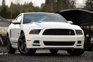 2013 Ford Mustang GT front 3/4 view