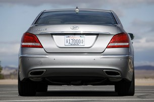 2012 Hyundai Equus rear view