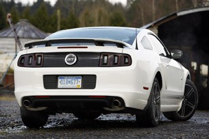 2013 Ford Mustang GT rear 3/4 view