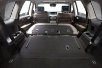 2013 Infiniti JX rear cargo area