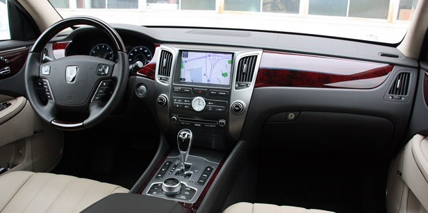 2011 Hyundai Equus Long-Term interior
