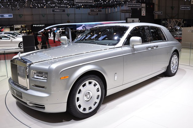 rolls royce stays classy with the 2012 phantom series ii. Black Bedroom Furniture Sets. Home Design Ideas