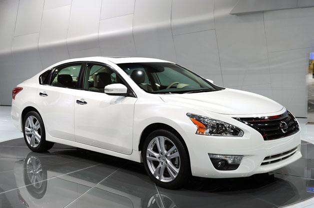 2013 nissan altima is ready for the midsize sedan showdown. Black Bedroom Furniture Sets. Home Design Ideas
