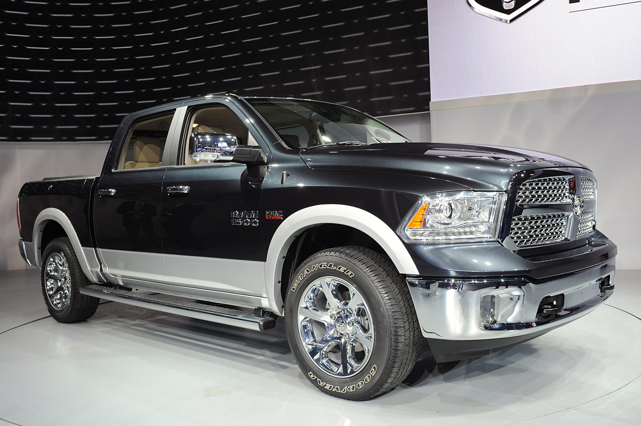 2013 ram 1500 ups the pickup ante with new v6 less weight autoblog. Black Bedroom Furniture Sets. Home Design Ideas