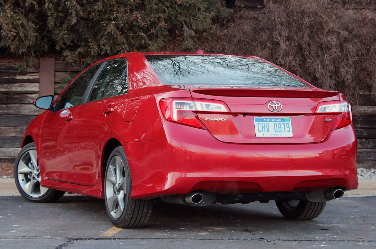 2012 Toyota Camry SE V6: Review Photos