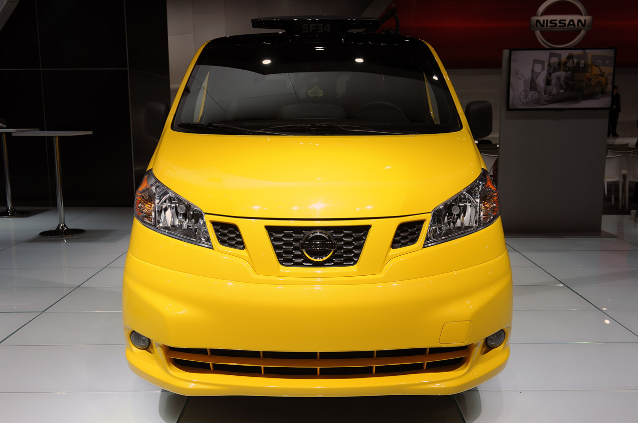 2014 nissan nv200 taxi brings convenience comfort safety and homeliness to gotham autoblog. Black Bedroom Furniture Sets. Home Design Ideas