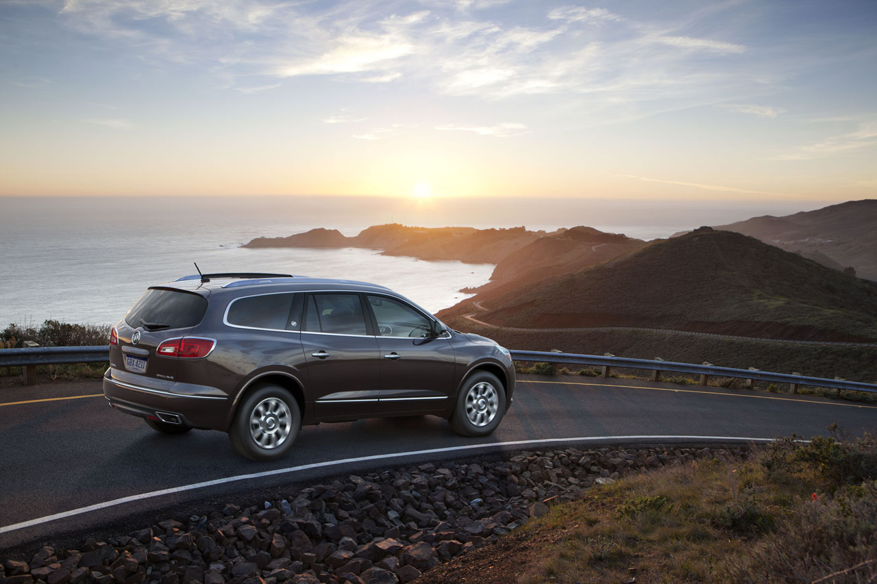 2013 buick enclave debuts with new look over same drivetrain autoblog. Black Bedroom Furniture Sets. Home Design Ideas