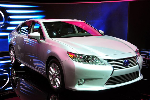 2013 Lexus ES revealed in New York