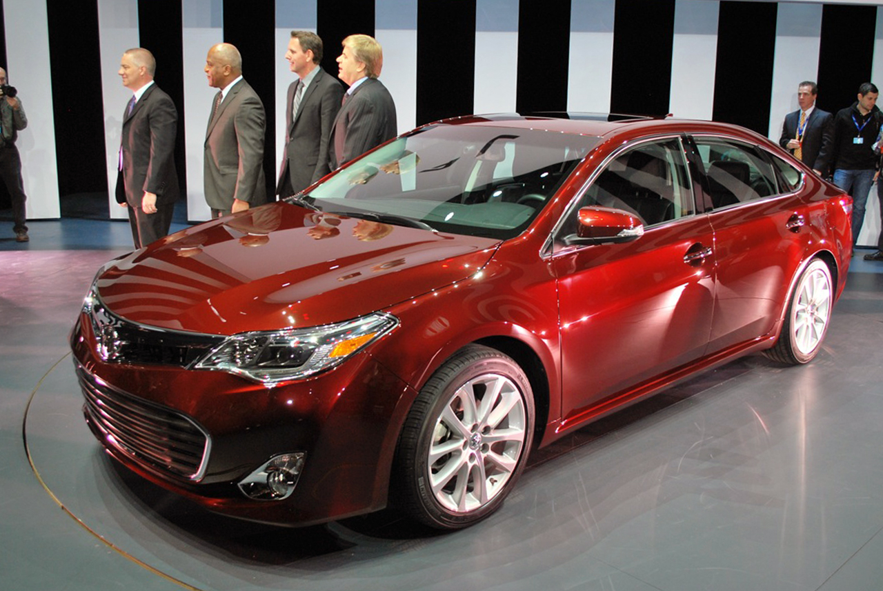2013 toyota avalon looks to shed geriatric image autoblog. Black Bedroom Furniture Sets. Home Design Ideas